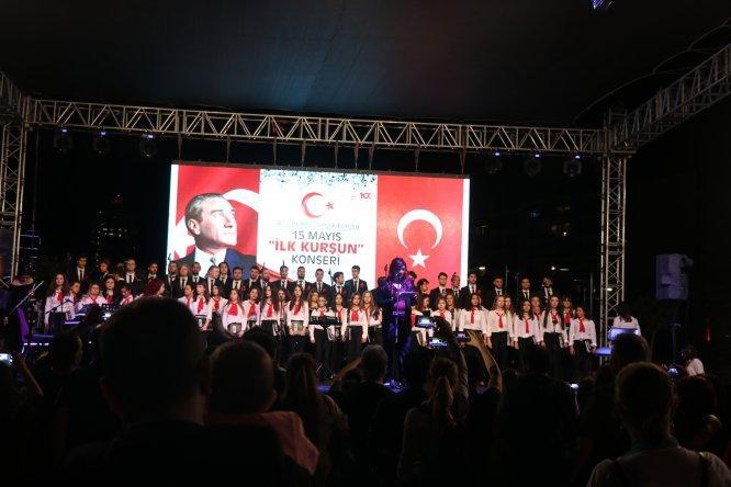 İZMİR'DE İLK KURŞUN KONSERİ..
