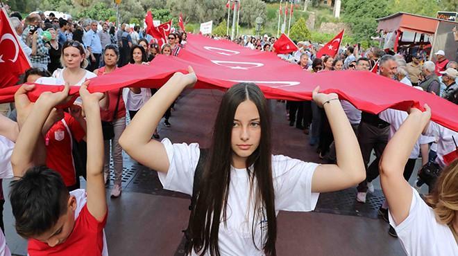 İZMİR'DE, 19 MAYISIN 100. YILDÖNÜMÜ COŞKUSU..