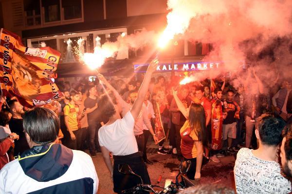 İZMİR'DE, SARI-KIRMIZILI ŞAMPİYONLUK COŞKUSU !