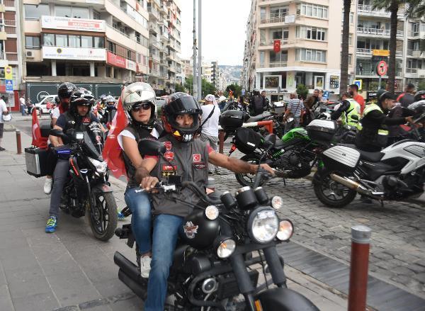 İZMİR'DE, MOTOSİKLET TUTKULARINDAN 19 MAYIS KORTEJİ..