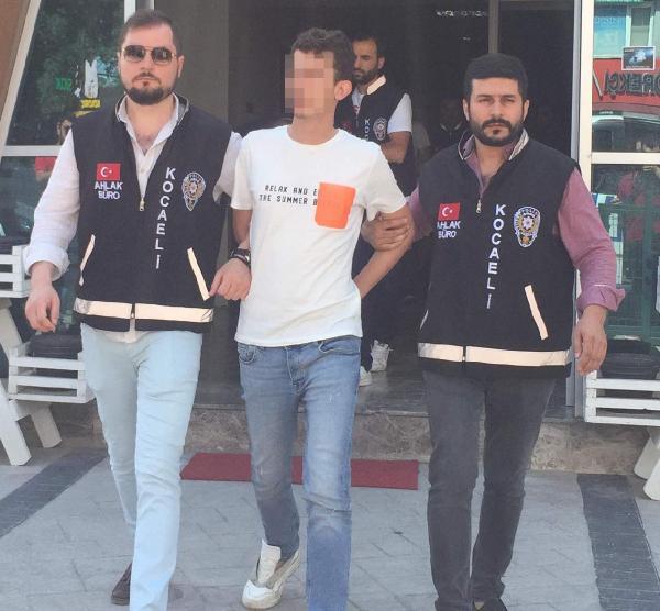 CAMİ AVLUSUNDA FUHUŞ PAZARLIĞI!