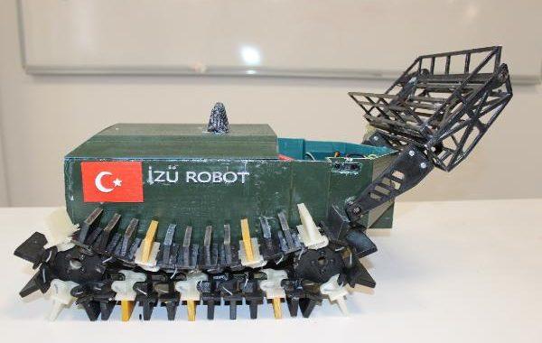 İZÜ ÖĞRENCİLERİNİN, DENİZ TEMİZLEYEN ROBOTU, ABD'DE FİNALE KALDI..