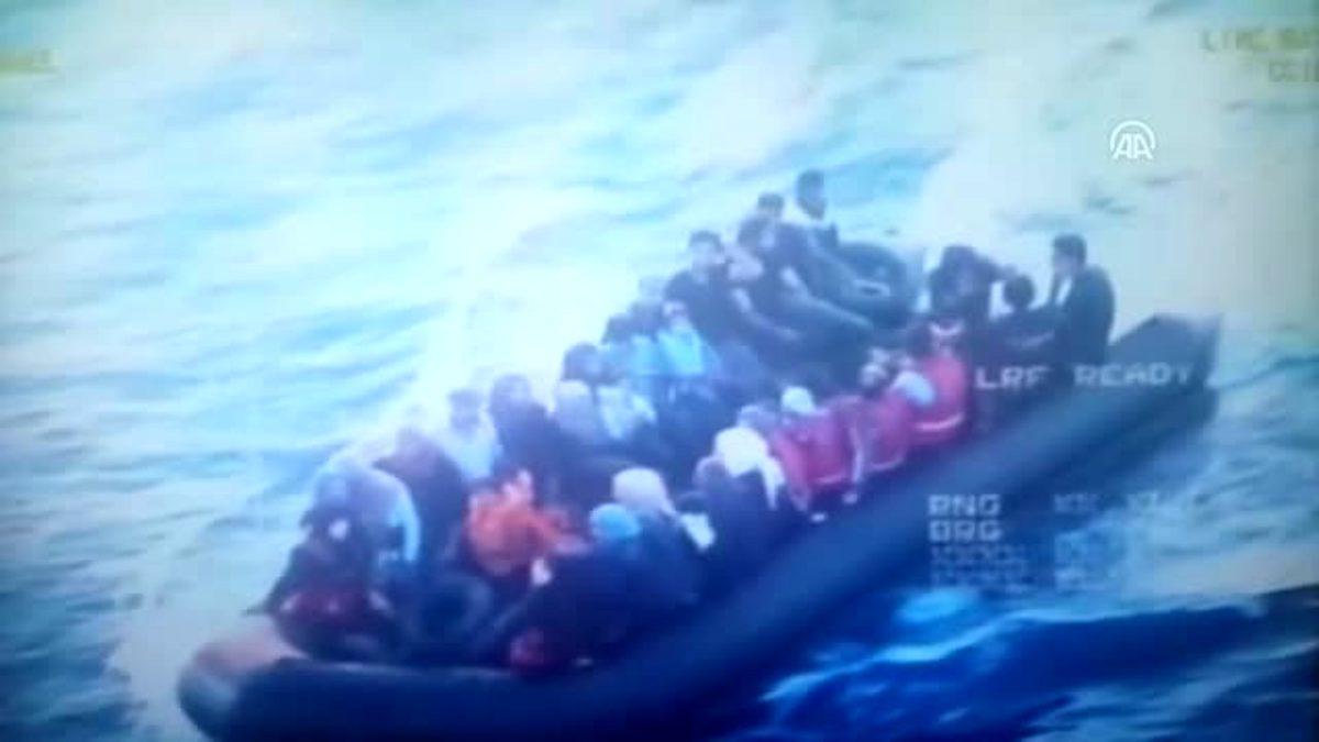 DİKİLİ'DE 50 KAÇAK GÖÇMEN YAKALANDI..