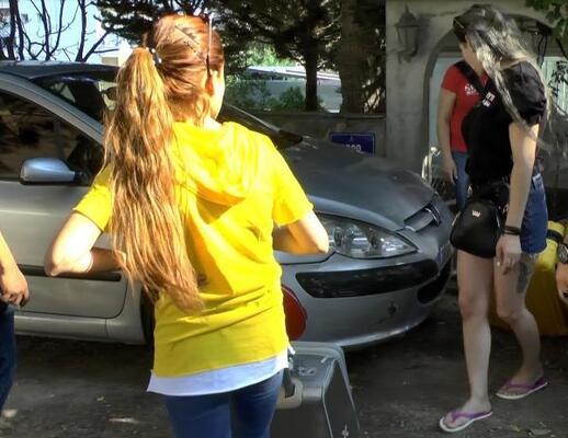 İZMİR'DE FUHUŞ ŞEBEKESİNE BASKIN!