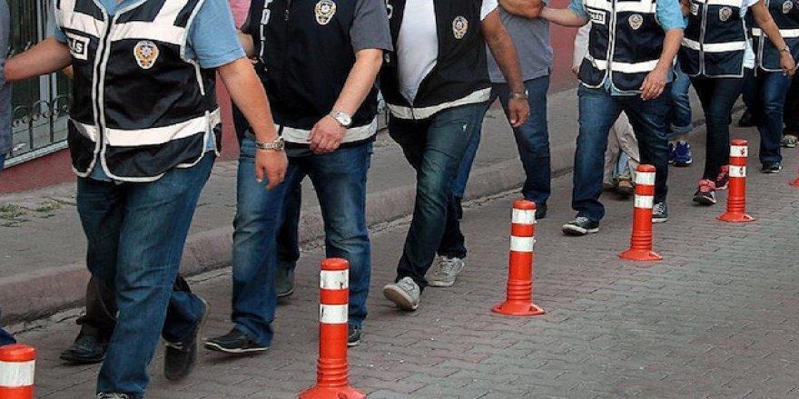 İZMİR'DE FETÖ OPERASYONU, 10 ŞÜPHELİ TUTUKLANDI..