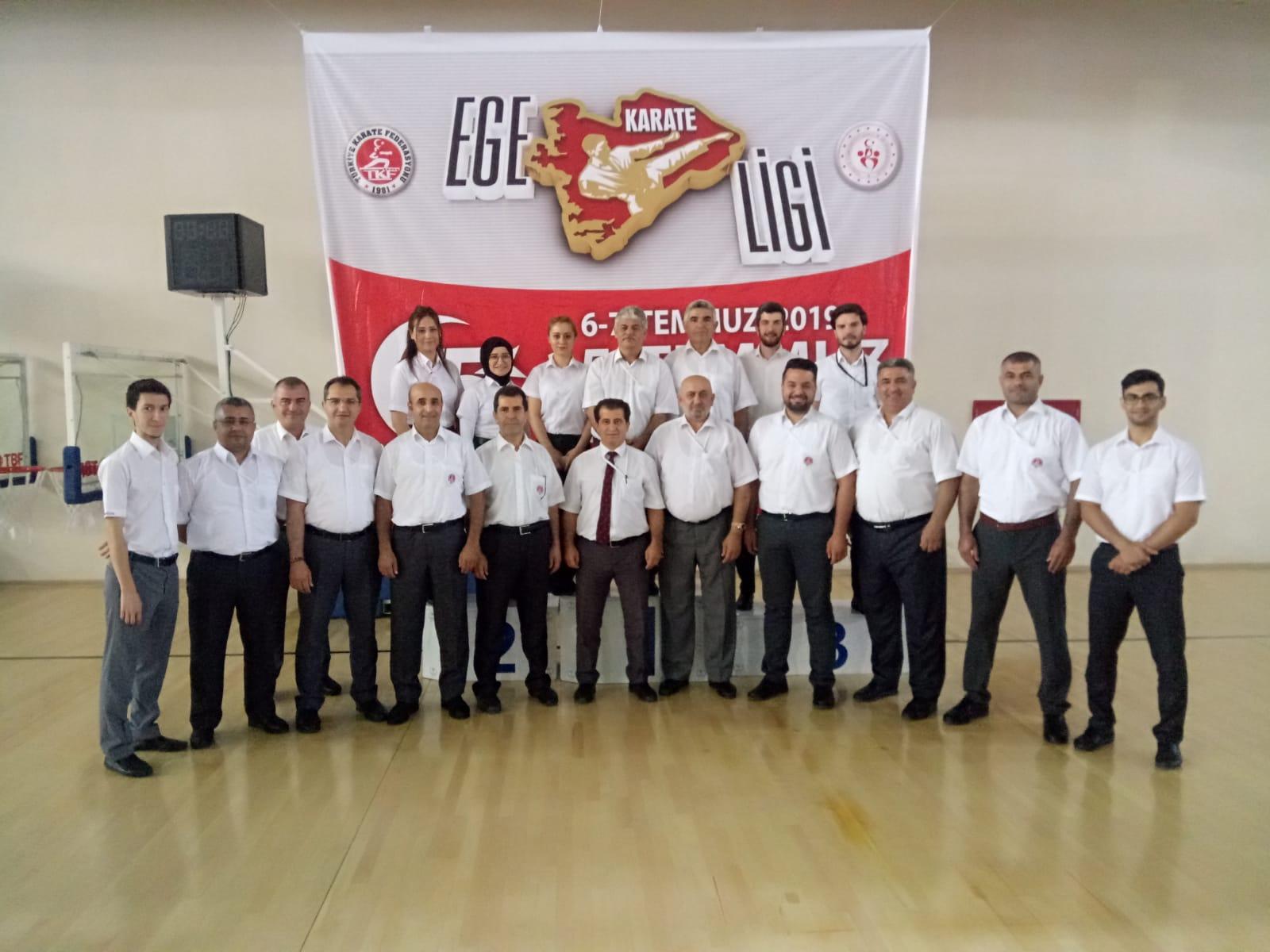 FOÇA'LI MİNİK KARATECİ'DEN, ÇİFTE ALTIN MADALYA..