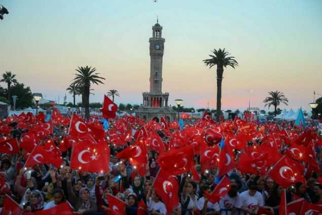 İZMİR'DE, 15 TEMMUZ ETKİNLİĞİ BAŞLADI..