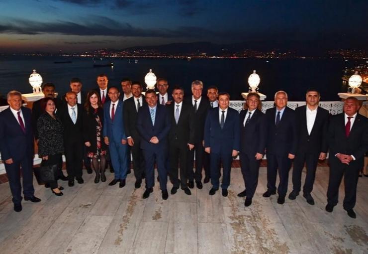 İZMİR'İN CHP'Lİ BELEDİYE BAŞKANLARINDAN CUMHURİYET BAYRAMI MESAJI..
