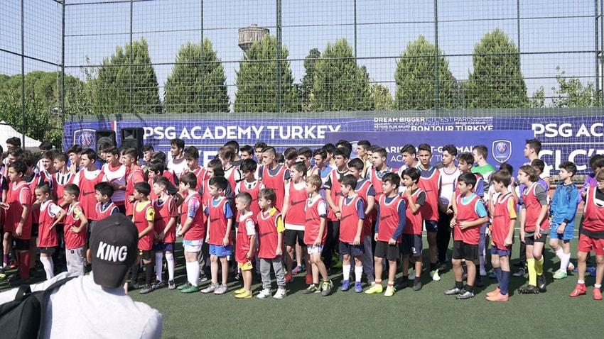 PSG, İZMİR'DEKİ FUTBOL AKADEMİSİNİN YENİ SEZON AÇILIŞINI YAPTI..