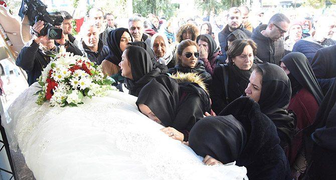 UÇAK KAZASINDA YAŞAMINI YİTİREN İZMİR'Lİ SONGÜL, SON YOLCULUĞUNA UĞURLANDI..