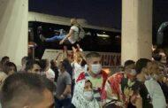 İZMİR'DE ASKER UĞURLANDI, SOSYAL MESAFE KURALI HİÇE SAYILDI!..
