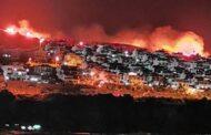 KARABURUN'DAKİ YANGIN YAZLIK SİTELERE YAKLAŞTI!..