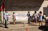 İZMİR'Lİ GENÇ İŞSİZLER İŞSİZLİĞİ DİPLOMA YIRTARAK PROTESTO ETTİLER!..
