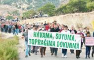 DİKİLİ KÖYLÜSÜNDEN BELEDİYE'YE, KUM OCAĞI PROTESTOSU!..