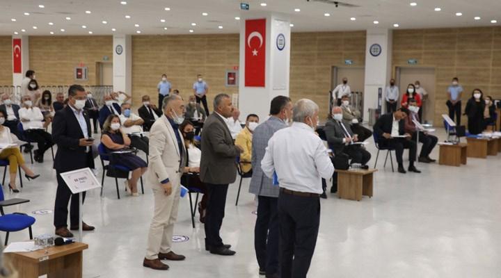 ATATÜRK'E LANET OKUYAN İMAM KINANIYOR, MHP VE AKP'LİLER SALONU TERK EDİYOR!..